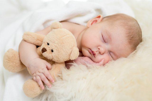 Qual o melhor horário para colocar o bebÊ para dormir - Qual o melhor horário para o bebê dormir?