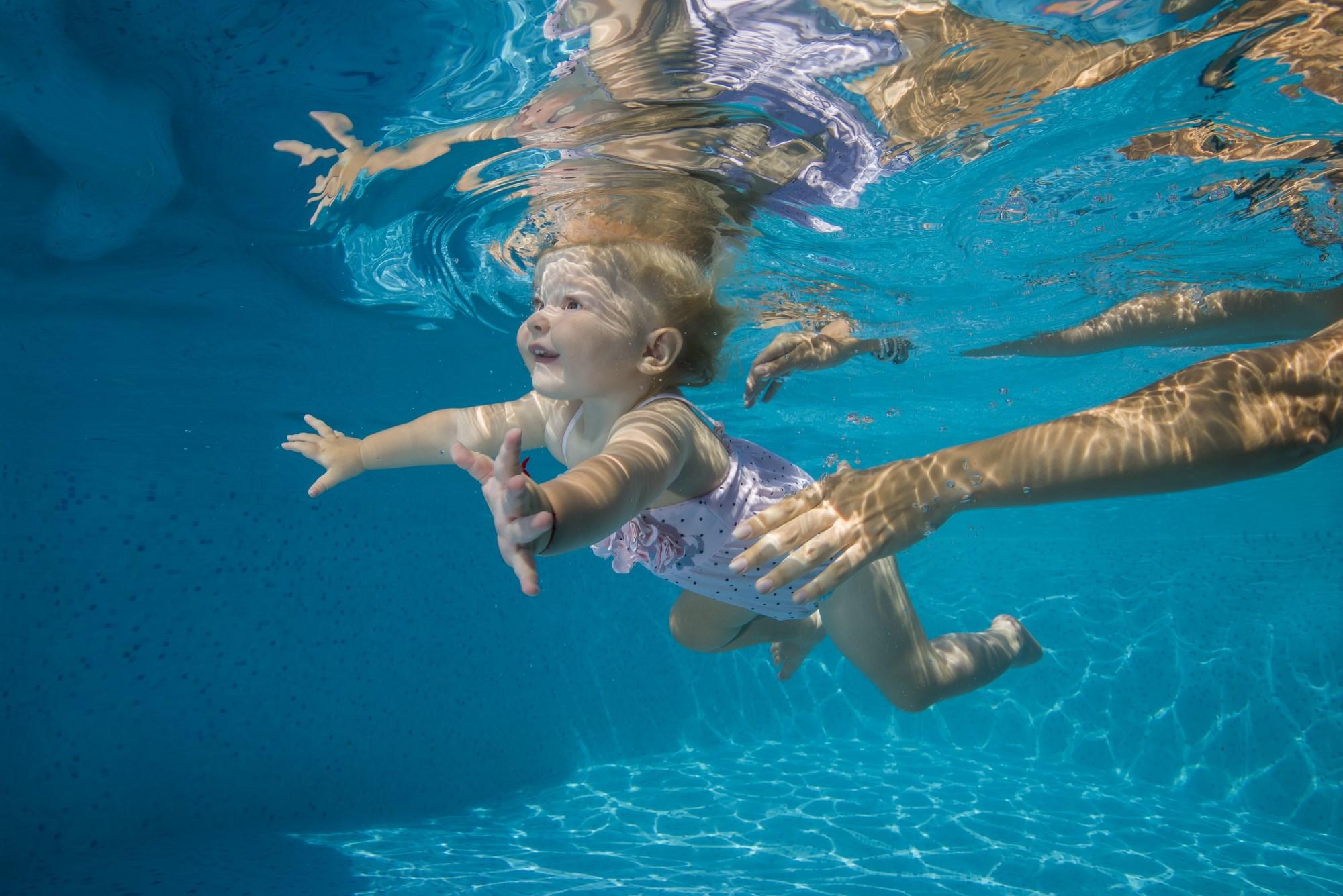 beneficios da natação para o bebê - 10 curiosidades sobre os bebês
