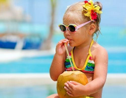 BEBE PODE TOMAR ÁGUA DE COCO - Bebê pode tomar água de coco?