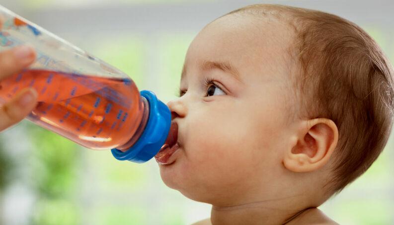 chá para cólica do bebê - Pode dar chá para o bebê?