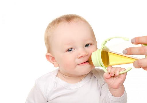 pode adoçar o chá do bebê - Pode dar chá para o bebê?